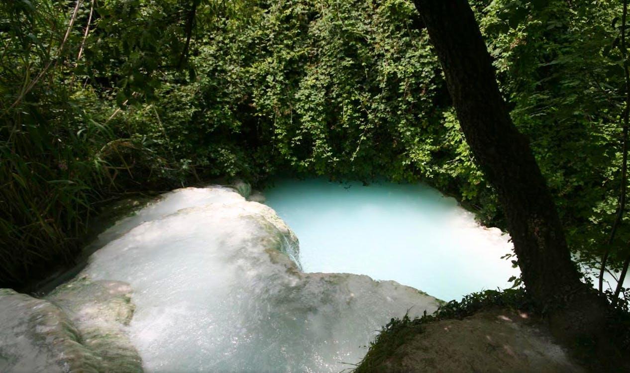 http://cdn5.discovertuscany.com/img/hot-springs/san-filippo-waterfall.jpg?auto=compress,enhance,format&h=750